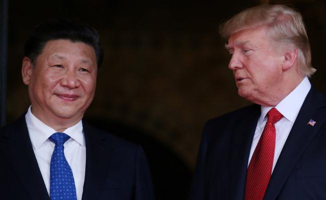 Tổng thống Mỹ Donald Trump (phải) và Chủ tịch Trung Quốc Tập Cận Bình trong cuộc gặp ở Florida, Mỹ, tháng 4/2017.<br>