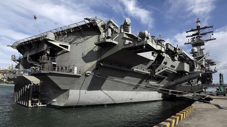 Tàu sân bay USS Ronald Reagan của Hải quân Mỹ ở cảng Busan, Hàn Quốc hôm 21/10 - Ảnh: Getty/Bloomberg.
