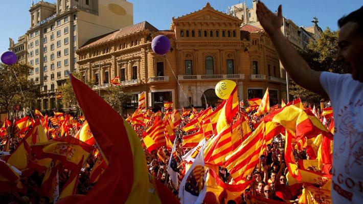 Biểu tình phản đối Catalonia ly khai ở Barcelona ngày 29/10 - Ảnh: Reuters.