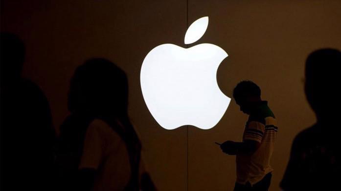 Apple nhiều khả năng sẽ sớm trở thành công ty đầu tiên đạt mức vốn hóa 1 nghìn tỷ USD trên thị trường chứng khoán Phố Wall - Ảnh: Reuters.