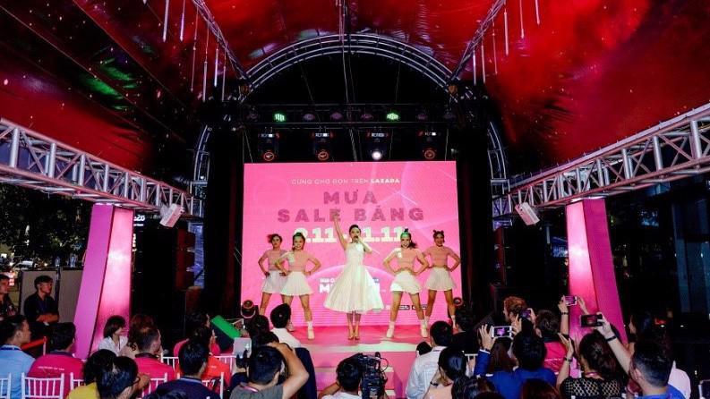 Họp báo khởi động chương trình cách mạng mua sắm 2017 của Lazada.