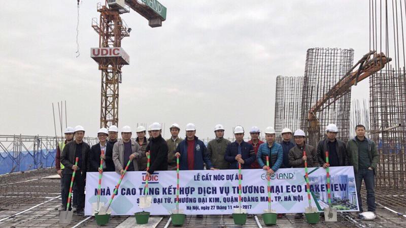 Tòa HH2 - dự án Eco-Lake View đã hoàn thành cất nóc, vượt tiến độ 6 tháng sau khi bán hết gần 85% số lượng căn hộ.