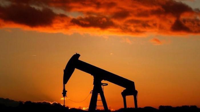Việc lần đầu tiên Nga hợp tác thực sự với OPEC đã giúp lượng dầu thừa trên toàn cầu giảm một nửa trong thời gian từ tháng 1 đến nay - Ảnh: Reuters.