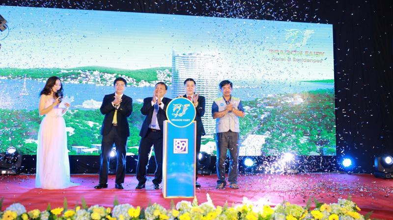 Trong lễ giới thiệu dự án, nhiều khách hàng may mắn đã trở thành chủ nhân của những phần quà trong phần bốc thăm trúng thưởng.