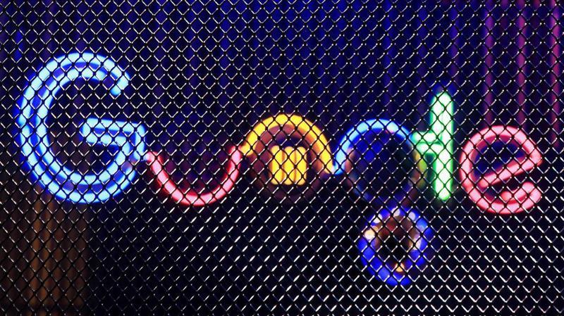 Hầu hết các sản phẩm lớn nhất của Google, gồm công cụ tìm kiếm trực tuyến, trang video YouTube và thư điện tử Gmail đều bị chặn ở Trung Quốc.