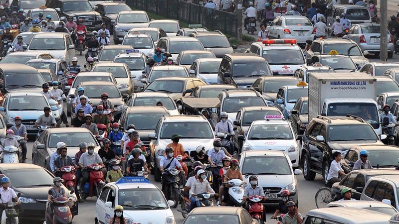Đang có tình trạng ngừng nhập khẩu xe tại Việt Nam để chờ đợi bước sang năm 2018, khiến nguồn cung tạm thời khan hiếm - Ảnh: Reuters.