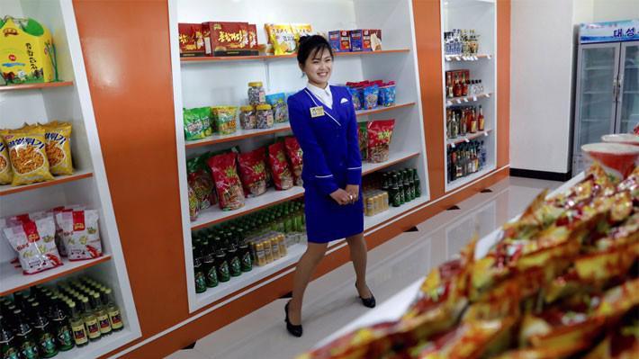 Bên trong một cửa hiệu thực phẩm ở Bình Nhưỡng, Triều Tiên - Ảnh: Business Insider.