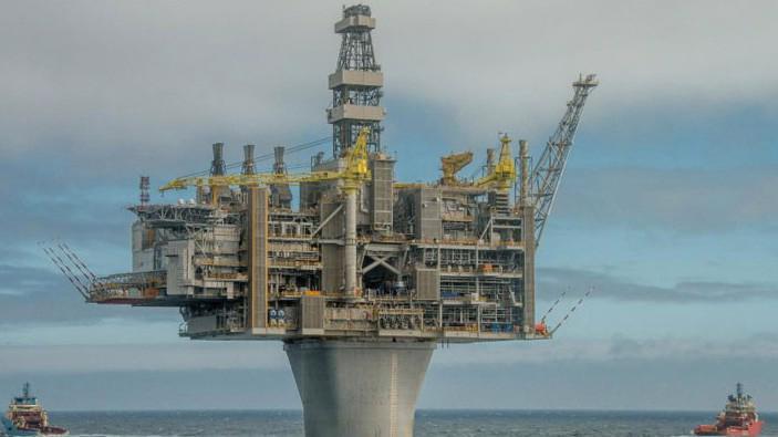 Một giàn khoan dầu của Exxon Mobil ngoài khơi Canada, tháng 6/2017 - Ảnh: Reuters.