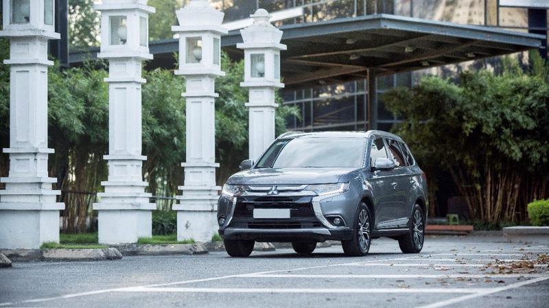 """Mitsubishi Outlander đang là lời giải hợp lý cho bài toán 1 mẫu xe - """"n"""" nhu cầu mà nhiều khách hàng đang tìm kiếm."""