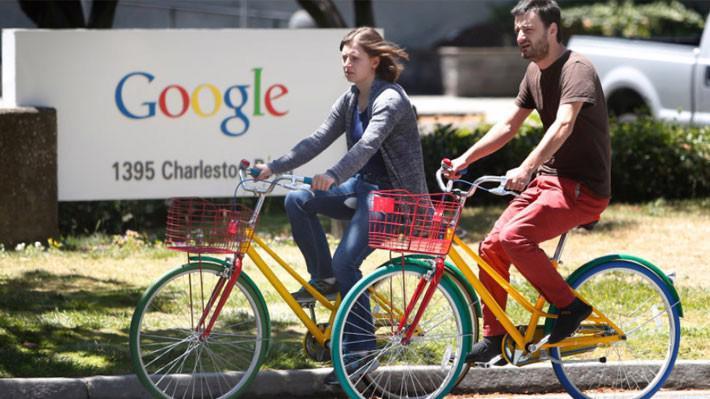 Doanh thu cả năm 2017 của Alphabet, công ty mẹ của Google, là 110 tỷ USD - Ảnh: Bay Area News.