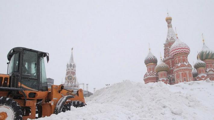 Tuyết rơi dày trên Quảng trường Đỏ ở Moscow ngày 4/2 - Ảnh: EPA.