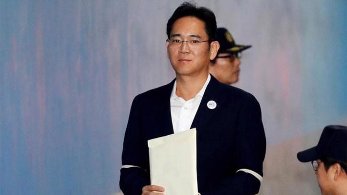 Người thừa kế của tập đoàn Samsung, ông Jay Y. Lee, trong một lần xuất hiện ở tòa án hồi tháng 10/2017 - Ảnh: Reuters.