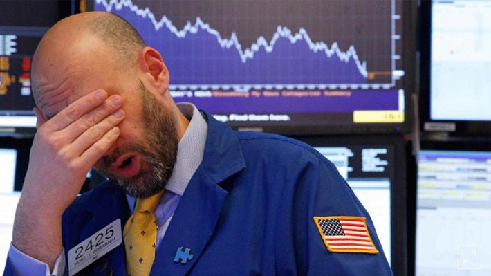 Một nhà giao dịch cổ phiếu ở Phố Wall sau khi kết thúc phiên giao dịch ngày 8/2 - Ảnh: Reuters.