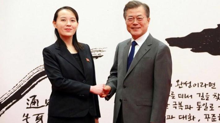 Bà Kim Yo Jong (trái) trong cuộc gặp với Tổng thống Hàn Quốc Moon Jae-in tại Seoul, ngày 10/2 - Ảnh: KCNA/Reuters.