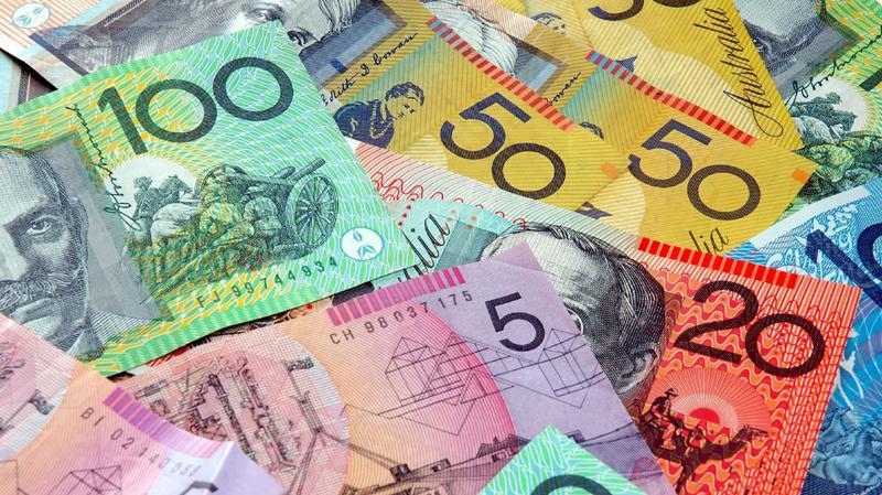Những tờ Đôla Australia với mệnh giá khác nhau.