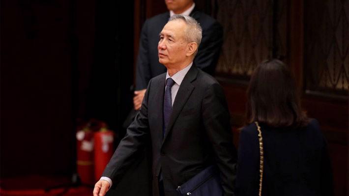 Một số nguồn tin nói rằng ông Lưu là một người quả quyết. Ông từng lên tờ Nhân dân Nhật báo vào năm 2016 để chỉ trích mạnh việc thúc đẩy tăng trưởng kinh tế thông qua vay nợ quá nhiều - Ảnh: Reuters/WSJ.