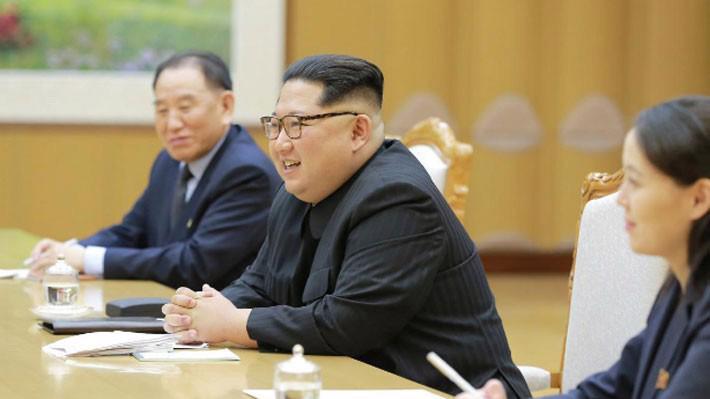 Nhà lãnh đạo Triều Tiên Kim Jong Un trong cuộc gặp với đoàn quan chức Hàn Quốc tại Bình Nhưỡng ngày 5/3 - Ảnh: KCNA/Reuters.