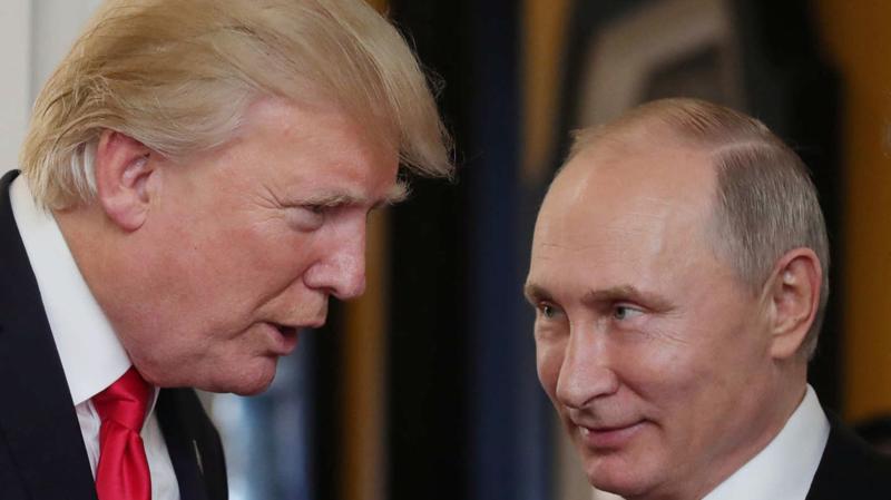 Tổng thống Mỹ Donald Trump (trái) và Tổng thống Nga Vladimir Putin trong một lần gặp - Ảnh: Reuters.