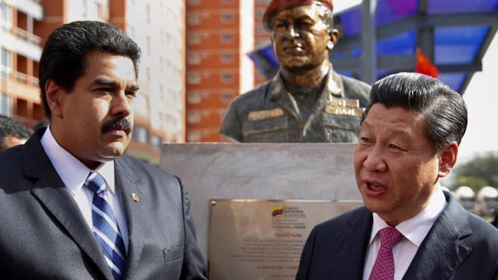 Tổng thống Nicholas Maduro của Venezuela (trái) và Chủ tịch Trung Quốc Tập Cận Bình tại Caracas, tháng 7/2014 - Ảnh: Reuters.