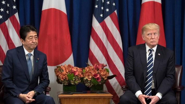 Thủ tướng Nhật Bản Shinzo Abe (trái) và Tổng thống Mỹ Donald Trump tại New York, tháng 9/2017 - Ảnh: New York Times.