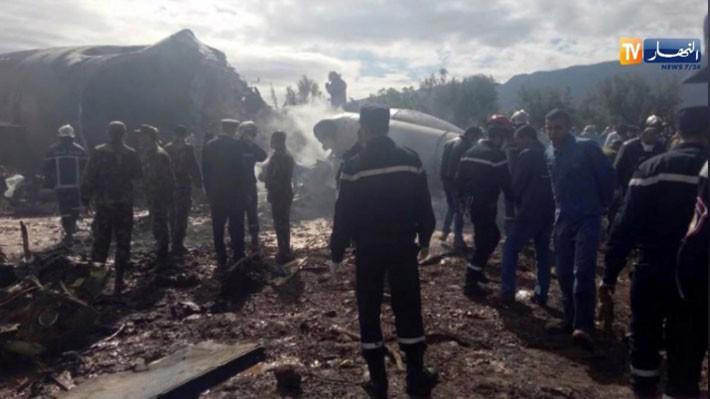 Hiện trường vụ rơi máy bay ở Algeria ngày 11/4 - Ảnh: Reuters.