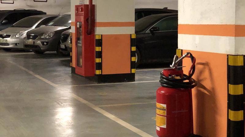 Hệ thống tầng hầm với các thiết bị báo cháy và chữa cháy tại chỗ.