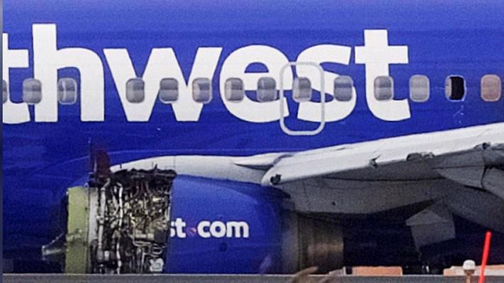 Phần động cơ bị nổ của chiếc máy bay Boeing 737-700 của hãng Southwest Airlines - Ảnh: Reuters.