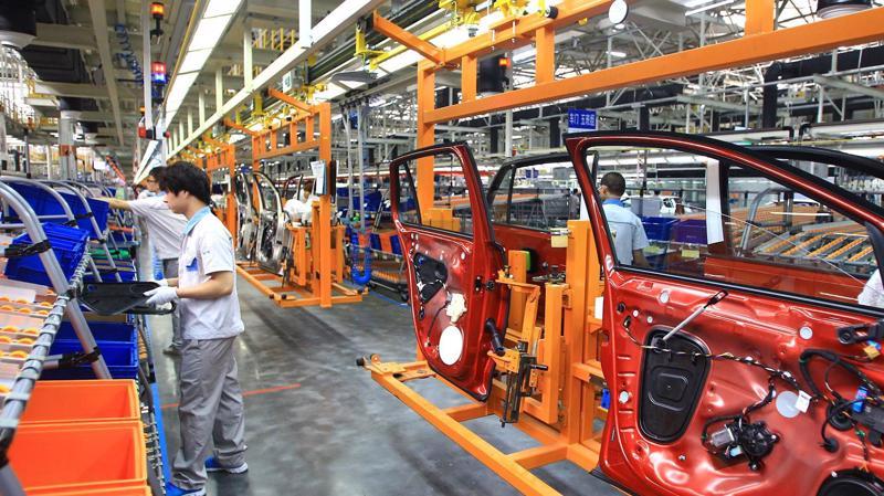 Bên trong một nhà máy sản xuất ôtô liên doanh FAW-Volkswagen ở Phật Sơn, Trung Quốc, tháng 9/2013 - Ảnh: Getty/CNBC.