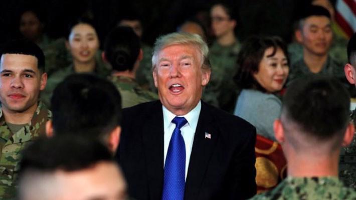 Tổng thống Mỹ Donald Trump thăm lính Mỹ đồn trú ở Hàn Quốc tháng 11/2017 - Ảnh: Reuters.
