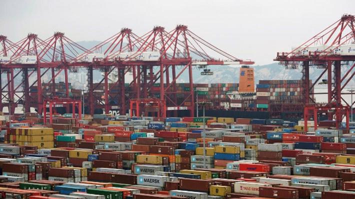 Những container hàng hóa tại cảng nước sâu Yangshan ở Thượng Hải, Trung Quốc - Ảnh: Reuters.