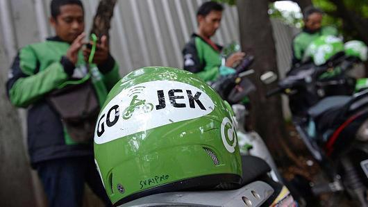 Khi mới đi vào hoạt động, Go-Jek là một công ty ứng dụng gọi xe ôm. Về sau, công ty này mở rộng sang các lĩnh vực khác - Ảnh: Bloomberg/CNBC.