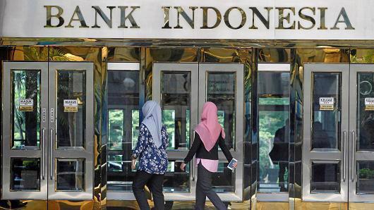Bank Indonesia có thể sắp có thêm những đợt tăng lãi suất nữa để vực dậy đồng Rupiah - Ảnh: Reuters/CNBC.