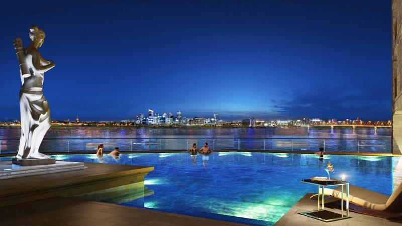 Bể bơi vô cực tại khu căn hộ hạng sang D'. Le Roi Soleil đang là một trong những dự án được giới thượng lưu Thủ đô mong chờ trong thời điểm hiện tại.