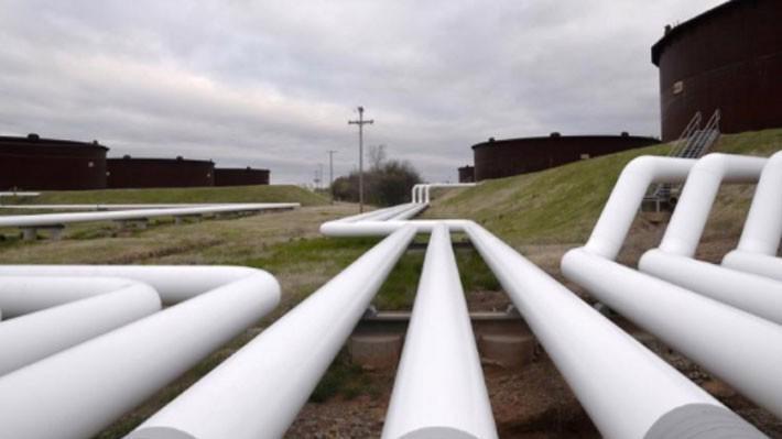 Những đường ống dẫn dầu ở cảng dầu Cushing, bang Oklahoma, Mỹ - Ảnh: Reuters.