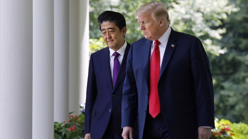 Thủ tướng Nhật Bản Shinzo Abe (trái) và Tổng thống Mỹ Donald Trump tại Nhà Trắng ngày 7/6 - Ảnh: Reuters.