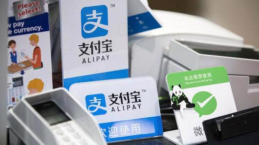 Ứng dụng Alipay của Ant Financial chiếm một tỷ trọng lớn trong thanh toán trực tuyến ở Trung Quốc, trong bối cảnh quốc gia đông dân nhất thế giới ngày càng giảm sử dụng tiền mặt trong các thanh toán hàng ngày - Ảnh: Bloomberg.