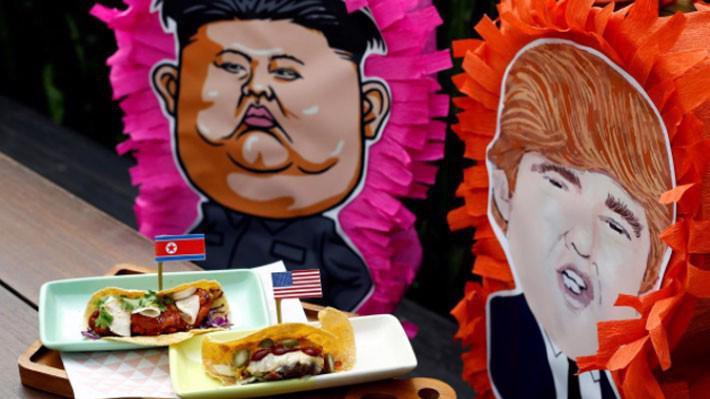 Một món bánh mang chủ đề thượng đỉnh Mỹ-Triều trong một nhà hàng ở Singapore - Ảnh: Reuters.
