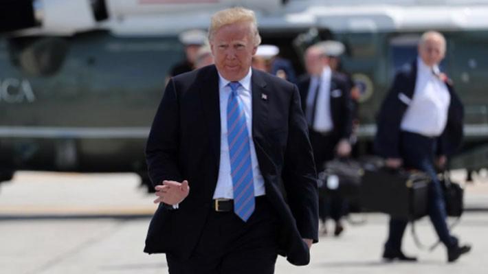 Tổng thống Mỹ Donald Trump chuẩn bị lên chuyên cơ Không lực 1 để bay từ Quebec, Canada tới Singapore hôm 9/6 - Ảnh: Reuters.