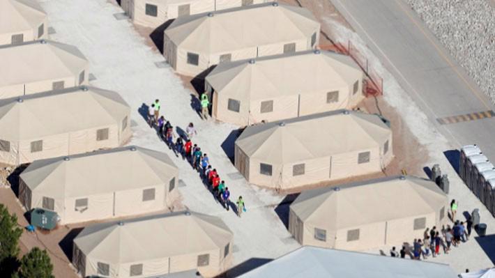 Một cơ sở tạm giữ những đứa trẻ theo cha mẹ di cư vào Mỹ trái phép ở bang Texas, gần biên giới Mỹ-Mexico, ngày 18/6 - Ảnh: Reuters.
