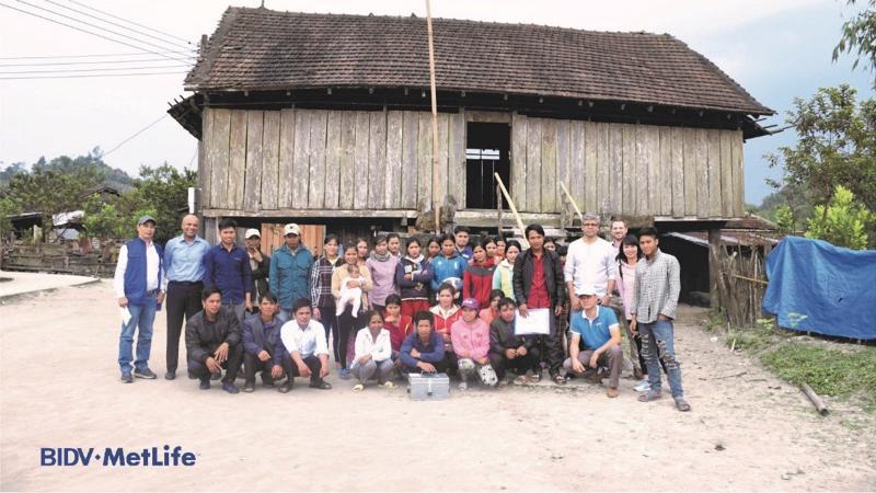 Trong chuyến thăm này BIDV MetLife đã tới thăm hai xã Măng Bút thuộc huyện Kon Plông và xã Đắc Kôi thuộc huyện Kon Rẫy, tỉnh Kon Tum.