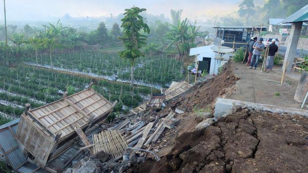 Trận động đất có cường độ mạnh và tâm chấn nông trong lòng đất - Ảnh: Reuters.