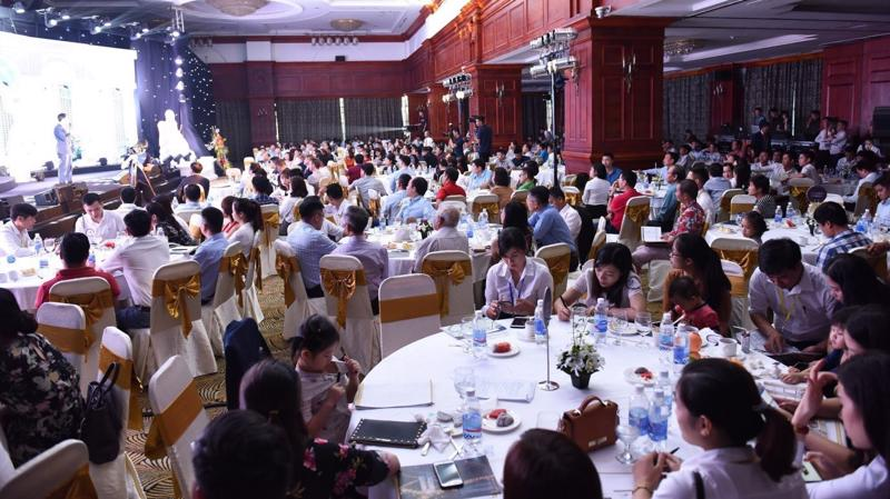 Đông đảo khách hàng đến tham gia sự kiện mở bán Dự án Hateco Laroma.