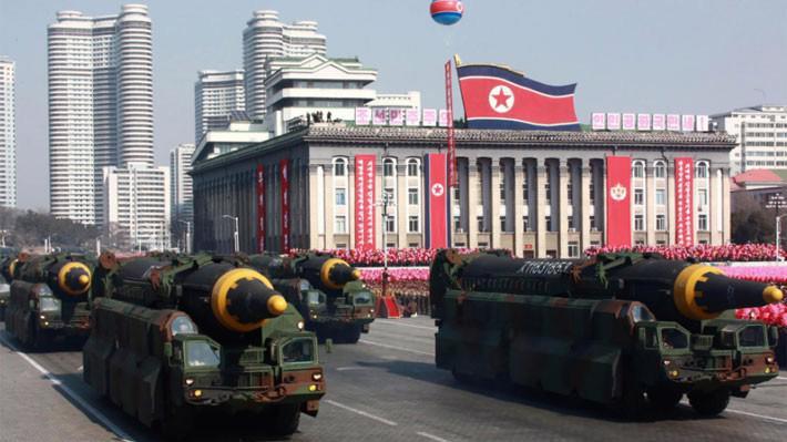 Triều Tiên duyệt binh mừng ngày thành lập quân đội hồi tháng 4/2018 ở Bình Nhưỡng - Ảnh: KCNA/Bloomberg.