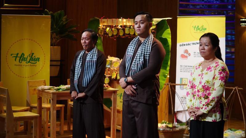 Nhà sáng lập Ngô Minh Văn đến tham gia gọi vốn tại Shark Tank Việt Nam cùng cậu và mẹ.
