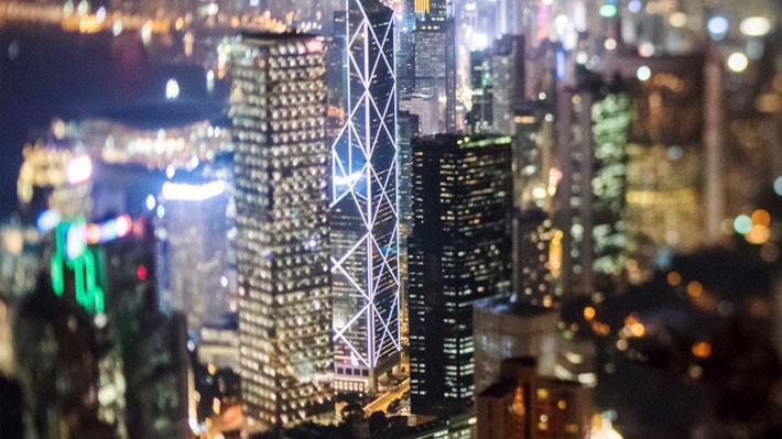 Chiến tranh thương mại Mỹ-Trung xảy ra vào một thời điểm vốn dĩ đã khó khăn đối với Hồng Kông - Ảnh: Bloomberg.