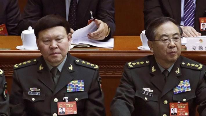 Ông Zhang Yang (trái) và ông Fang Fenghui khi còn đương chức - Ảnh: AP/SCMP.