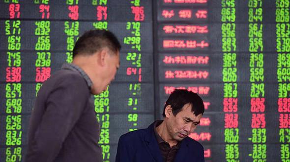 """Chỉ trong vòng 6 tháng qua, thị trường chứng khoán Trung Quốc đã """"bốc hơi"""" hơn 3 nghìn tỷ USD giá trị vốn hóa."""