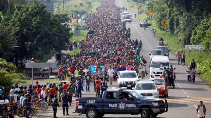 Dòng người di cư từ Trung Mỹ đi qua Mexico vào cuối tuần vừa rồi - Ảnh: Reuters.