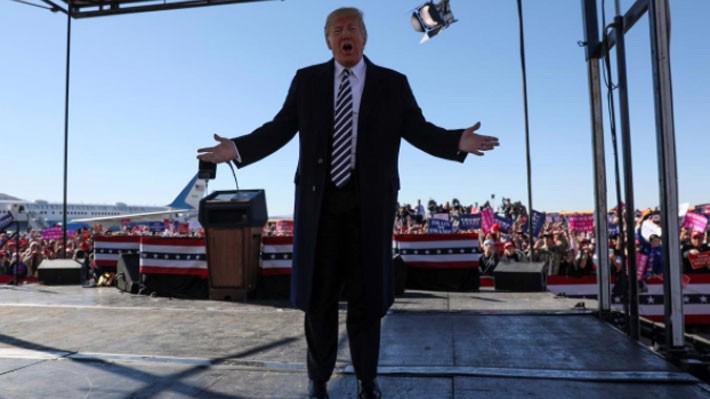 Tổng thống Mỹ Donald Trump vận động ủng hộ ở Nevada hôm 20/10 - Ảnh: Reuters.