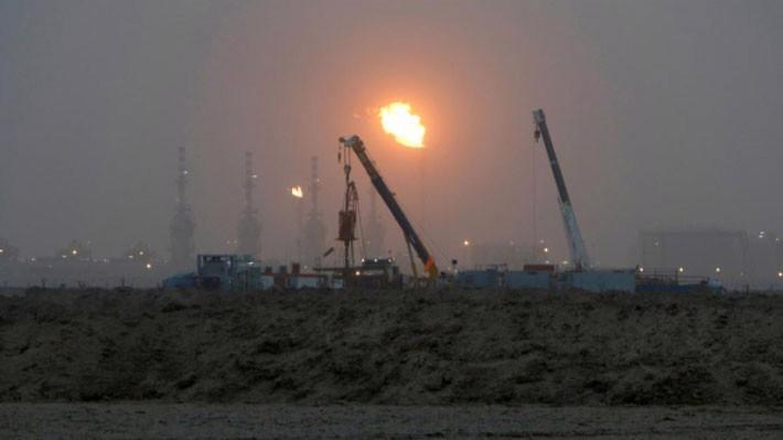 Một mỏ dầu ở Basra, Iraq, tháng 9/2016 - Ảnh: Reuters.